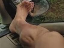 Người đàn ông bị chuột rút khủng khiếp sau khi tập gym