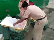 Thanh Hóa: Gần 1 tấn nầm lợn đang phân hủy trên đường từ Bắc vào Nam