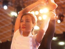 Phương Trinh Jolie mặt mộc tập Yoga vẫn đẹp không góc chết
