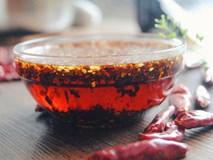 Mách bạn cách tự làm dầu ớt thơm ngon tại nhà