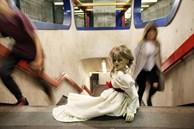 Ám ảnh bởi 'Annabelle: Creation', cô gái tự đấm liên hồi vào mặt mình vì quá sợ hãi