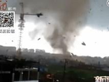 Lốc xoáy kinh hoàng cuốn phăng hàng trăm nóc nhà
