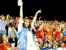 Vi Nhạn Ngọc cuồng nhiệt tạo cảm hứng cho tuyển thủ Việt trên sân bóng Malaysia