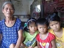 Mẹ mải mê chạy theo tình mới bỏ mặc 3 con thơ ngày ngày ra ngõ gào khóc ngóng trông mẹ
