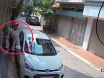 """Sáng kiểm tra camera an ninh, chủ nhà """"đỏ mặt"""" vì hành động của tài xế ô tô"""