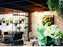 """Nghỉ 2/9 nếu không đi đâu xa, check list các quán cafe cực xinh này ở Hà Nội cũng đủ """"đã"""" rồi!"""