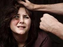 """Chồng đánh vợ đau đớn còn thản nhiên nói: """"Vì em ngu nên mới đánh cho thông minh ra!"""""""