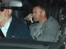 Rooney ôm hôn người đẹp nóng bỏng trong đêm bị cảnh sát bắt
