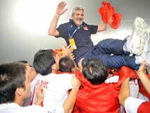 Vì sao bóng đá Việt Nam nên thuê thầy ngoại?