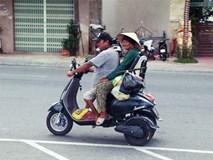 Con trai tật nguyền 30 năm chở mẹ rong ruổi mưu sinh khắp đường phố Đà Nẵng