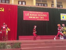 Độc nhất vô nhị: Trường THPT ở Lào Cai có cả siêu nhân đến dự lễ khai giảng!