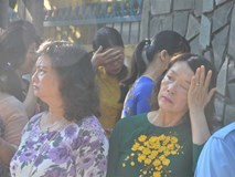 Bí thư Quảng Nam cúi đầu tiễn đưa linh cữu một giáo viên trong ngày khai trường