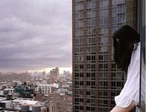 Bé gái 8 tuổi nhảy từ tầng 21 xuống tự tử vì người nhà không cho xem tivi