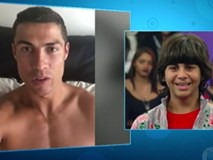 Ronaldo đã nói gì qua video khiến cậu bé nghèo bật khóc vì hạnh phúc?