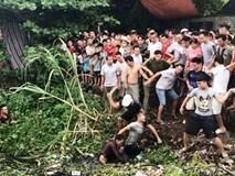 Clip: Hàng trăm người dân vây bắt 2 nghi phạm trộm chó