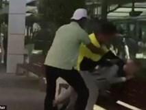 Nhóm thanh niên vây đánh một cậu bé bị tự kỷ chỉ để mua vui gây phẫn nộ