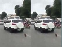 Clip xôn xao: Ô tô đâm trúng cảnh sát rồi bỏ chạy ở Hà Nội