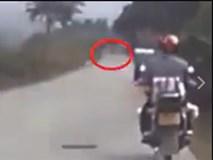 Người đàn ông bị tai nạn chỉ vì hòn đá bay vào đầu