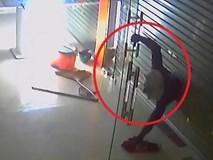 """Clip: Trộm cắt cửa, đột nhập vào cửa hàng """"cuỗm"""" tài sản"""