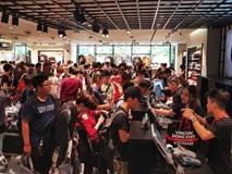Chật như nêm trong cửa hàng H&M ngày đầu mở bán ở Sài Gòn