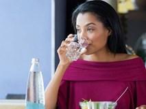 Uống nước đun sôi để nguội quá 2 ngày dễ nhiễm bệnh?