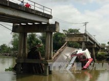 Tuyên Quang: Sập cầu vòm đang thi công, 3 người bị vùi lấp, nhiều khả năng đã tử vong