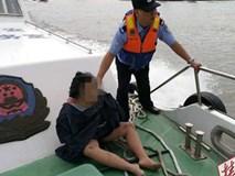 Vừa nhảy sông tự tử, cô gái liền hối hận và sống sót như kì tích nhờ nỗ lực cố nổi khi lênh đênh suốt 40km