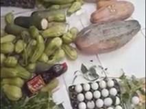 Xôn xao xe chở rau củ quả thối bị bắt quả tang khi chuẩn bị đưa vào trường học tiêu thụ