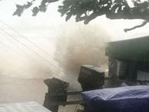 Mưa to, sóng lớn, gió quật đổ cây tại nhiều tỉnh miền Trung
