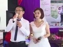 """Chú rể """"ngứa nghề"""" tranh mic với MC trong chính đám cưới của mình"""