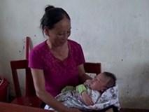 Bé trai được 20 ngày tuổi phải cùng mẹ đi tránh bão ở Hà Tĩnh