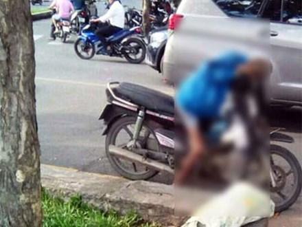 TP.HCM: Người đàn ông chết gục trên xe máy ở ven đường
