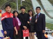 Xuân Trường tươi như hoa bên gia đình tại Hàn Quốc
