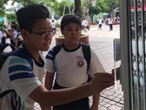 Trường THCS Trần Văn Ơn: Điểm danh bằng hình thức quẹt thẻ, thời 'sao đỏ' nay còn đâu?