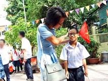 """Người mẹ Hà Nội mất 2 năm dạy con bại não hiểu từ """"bàn"""", 3 năm cùng con học nhai"""