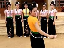 Màn khiêu vũ của các thiếu nữ trong trang phục dân tộc thiểu số làm người xem tan chảy