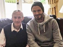 """David Beckham và đồng đội """"Thế hệ vàng 92"""" của Man Utd đến thăm thầy cũ lâm bệnh"""