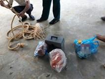 Ác mẫu ép 2 con thắt cổ, dọa bắt uống thuốc diệt cỏ vì mất 7000 đồng