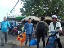 Clip: Nghi bị tranh khách, nhóm xe ôm truyền thống đánh hội đồng tài xế GrabBike ở Sài Gòn