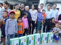 Vinamilk tặng hơn 110.000 ly sữa cho trẻ em vùng lũ