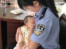 Nữ cảnh sát trẻ cho con của bị cáo bú khi tòa đang xử, bị cáo bật khóc hối hận
