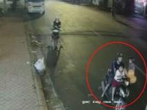 Cặp vợ chồng chở theo con nhỏ táo tợn trộm xe máy trên phố