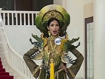 """Hoàng Thùy gây ấn tượng khi tự giới thiệu: """"Hoàng Thùy, twenty five, Việt Nam!"""""""