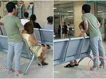 """Sợ vợ bị đau chân, người chồng """"soái ca"""" tận tuỵ nhường dép cho vợ, còn bản thân thì đi sandal cao gót màu hồng"""