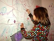 """Thay vì cấm cản, hãy khuyến khích con """"vẽ bậy"""" vì những lợi ích to lớn sau"""