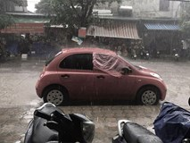 Chiếc áo mưa giấy, xe