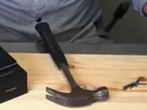 Người đàn ông dùng búa giết chết đồng nghiệp vì nghi sàm sỡ vợ mình