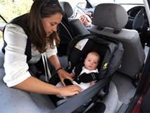 """Câu chuyện """"2 em bé an toàn trong chiếc xe bẹp dúm"""": Dành thêm 2 phút cho con để không phải hối hận cả đời"""