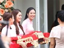 Cận cảnh dàn bê tráp trai xinh gái đẹp rạng rỡ trong đám cưới Hoa hậu Thu Thảo