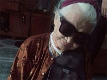 Thêm một bà ngoại xì tin hết nấc: 82 tuổi vẫn selfie dù đang bó bột